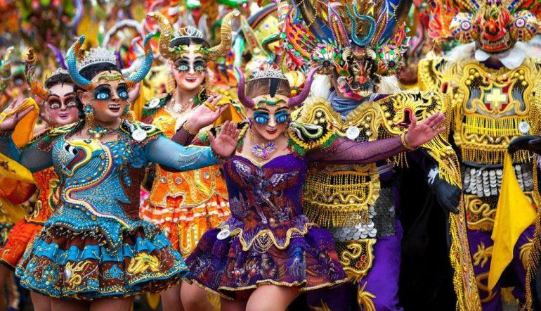 Prohibirán tomar alcohol durante el carnaval en Oruro
