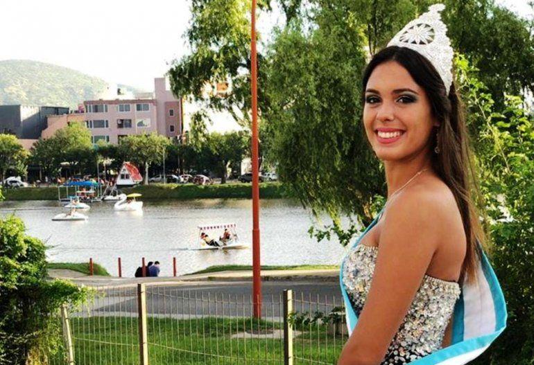 ¡Jujuy en el corazón! La Reina de los Estudiantes cantó Me gusta Jujuy cuando llueve