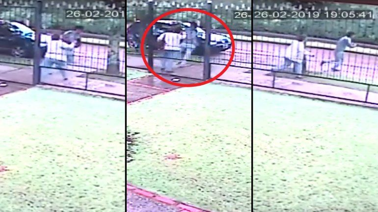 Delincuente atacó a una señora y le robó mientras esperaba que le abran la puerta de la casa