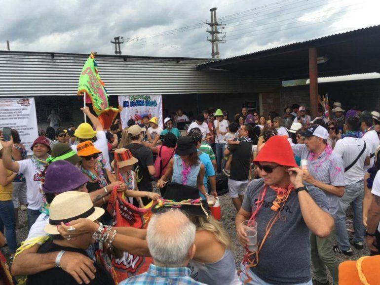 La comparsa No Somos Nada desenterró el carnaval a pura fiesta y alegría