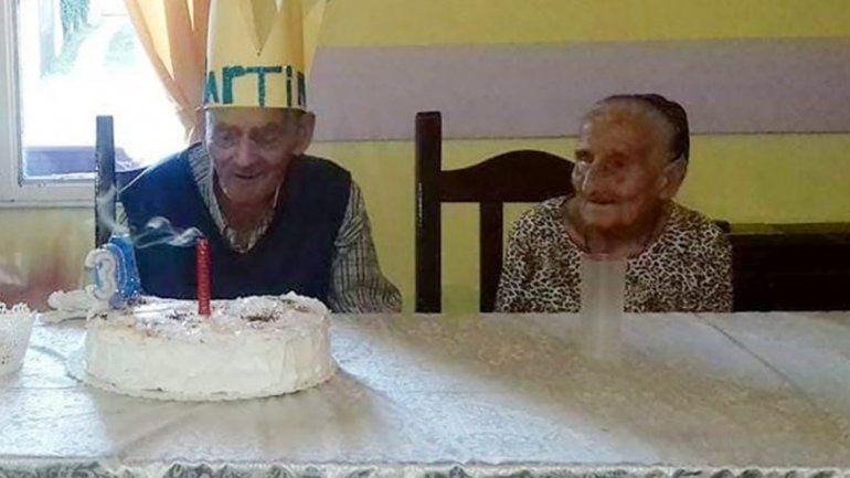 Un abuelo cumplió 103 años y se reencontró con su amiga de 105