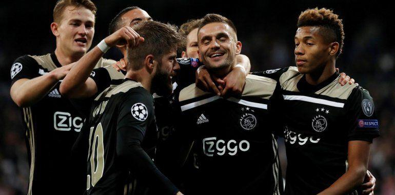 Ajax dio un golpe histórico y eliminó al Real Madrid en su propia casa