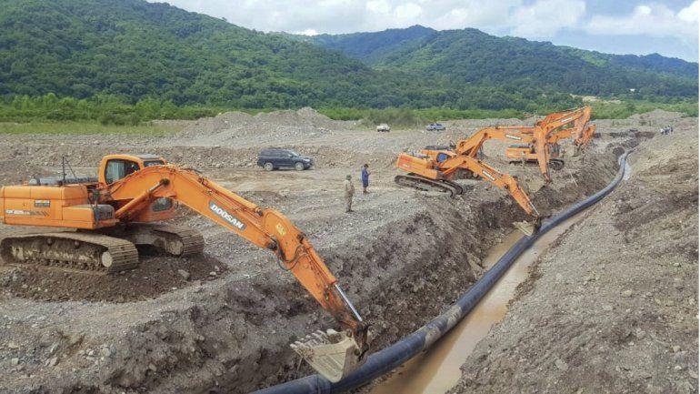 Agua Potable instala acueducto paralelo para evitar cortes en el servicio en la zona de Los Perales