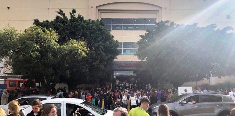 Evacúan el shopping Unicenter por una amenaza de bomba