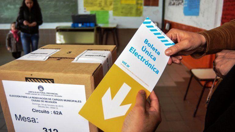 Neuquén elige a su gobernador en unas elecciones muy polarizadas