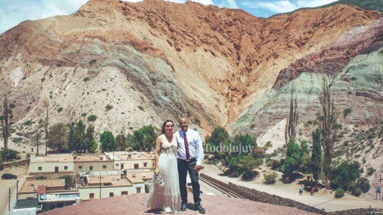 Son de Buenos Aires y decidieron casarse en Purmamarca porque están enamorados de Jujuy