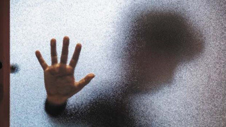Denuncian a una mujer por alcoholizar a dos menores y abusarlos