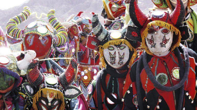 Las comparsas jujeñas despiden el carnaval 2019 y entierran al Pujllay