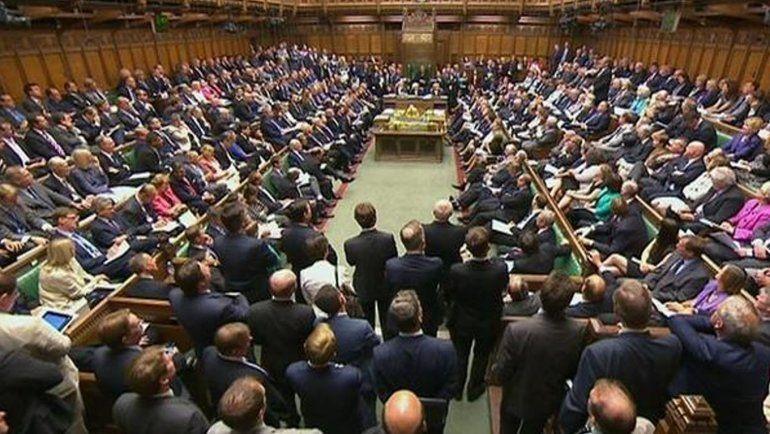 El Parlamento británico rechaza el acuerdo de Theresa May y asume el control del Brexit