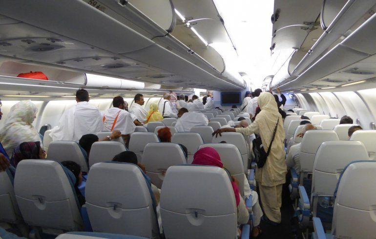 Un avión tuvo que volver al aeropuerto porque una pasajera olvidó a su bebé