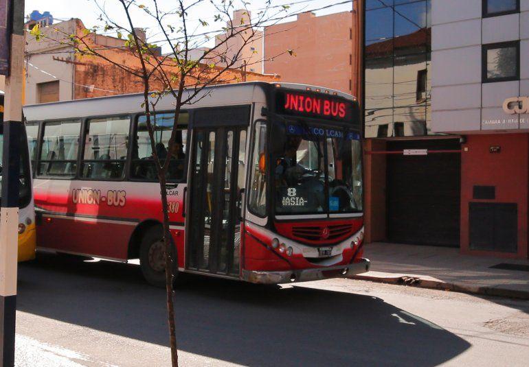 Paro en Unión Bus: no circulan las unidades por falta de pago a los choferes