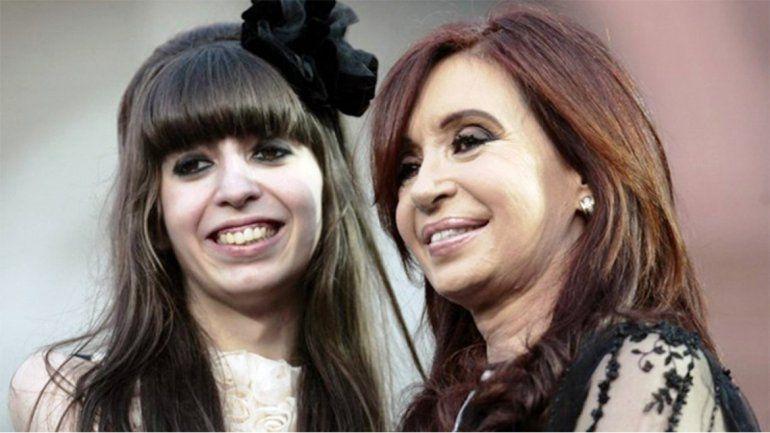 Cristina Kirchner viajó a Cuba para visitar a su hija y posterga la campaña