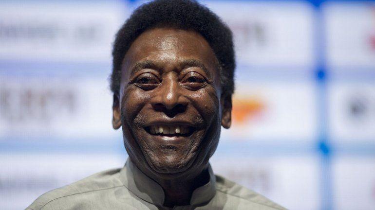 Internaron de urgencia a Pelé en París