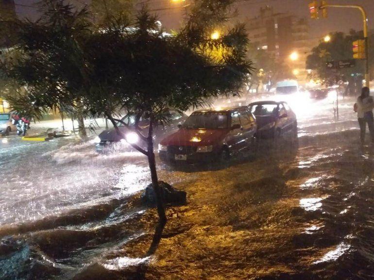 Salta bajo el agua: la tormenta de ayer azotó a la vecina provincia