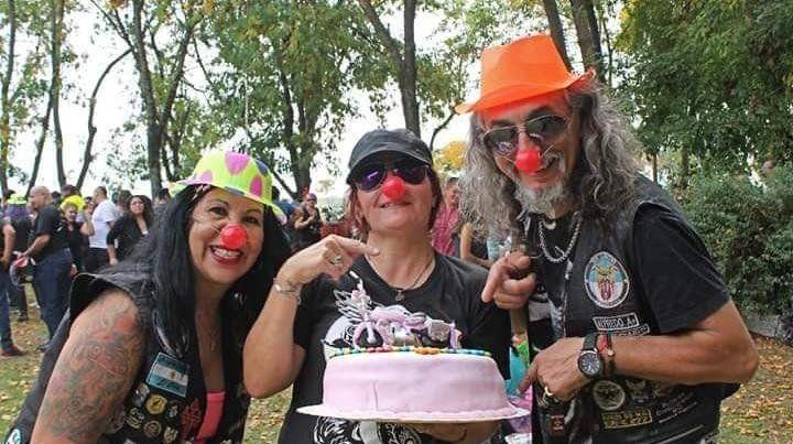 Ningún compañero fue su cumpleaños y motoqueros le organizaron un festejo inolvidable