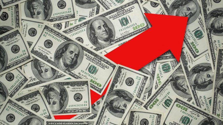 La divisa sube a $44,60, entre el mejor clima global y el riesgo argentino