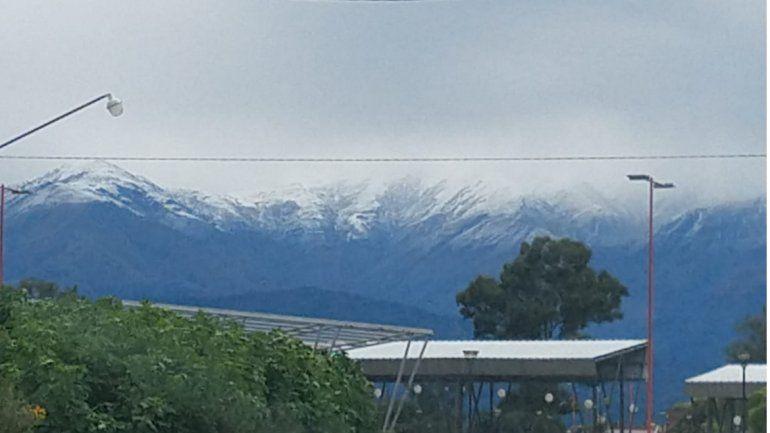Nevó en los cerros de Jujuy y las postales enamoran a todos