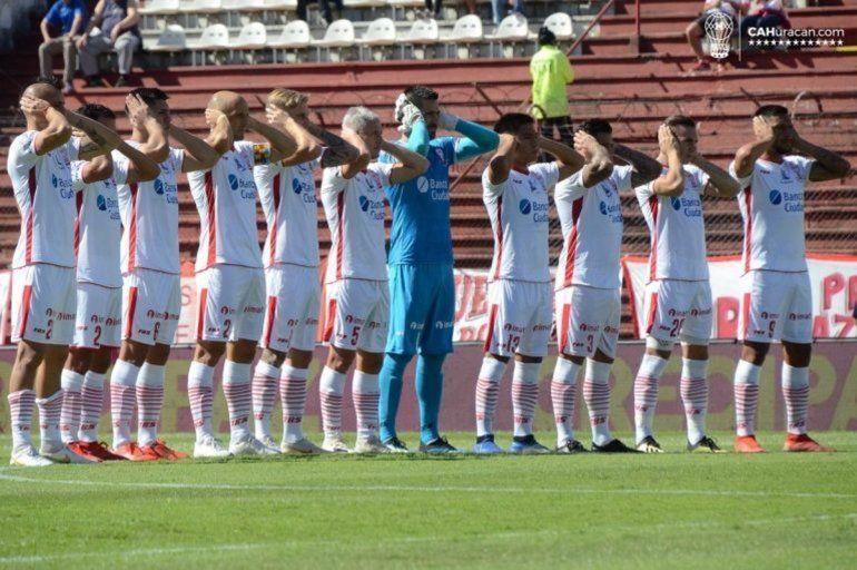 Jugadores de la Superliga se taparon los oídos para concientizar sobre el Autismo