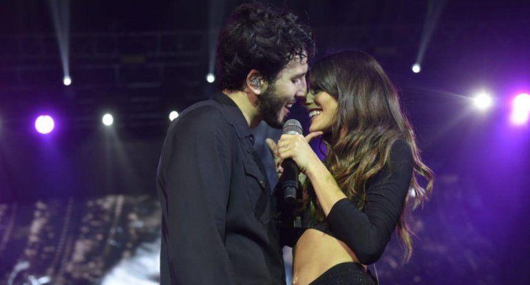 Sebastián Yatra coronó su show con un beso a Tini Stoessel