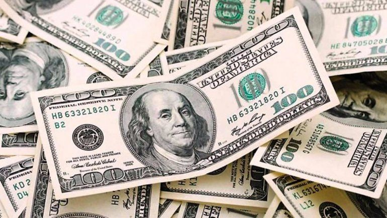 El dólar abrió en baja y se podría mantener entre 15 y 40 centavos en los bancos