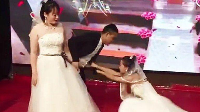 Se estaba casando cuando apareció su ex vestida de novia y le suplicó que volviera con ella