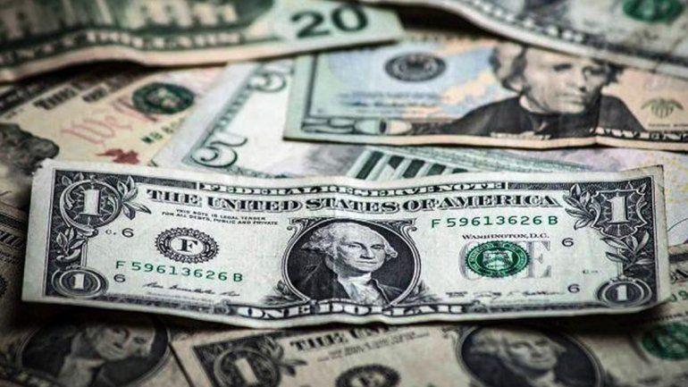 El dólar baja a $44 tras el desembolso del Fondo Monetario Internacional