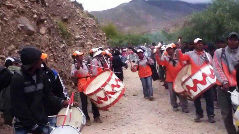 Peregrinación al Abra de Punta Corral desde Tilcara, la fiesta de los Sikuris