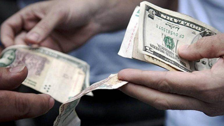El dólar registra una fuerte baja por quinto día consecutivo