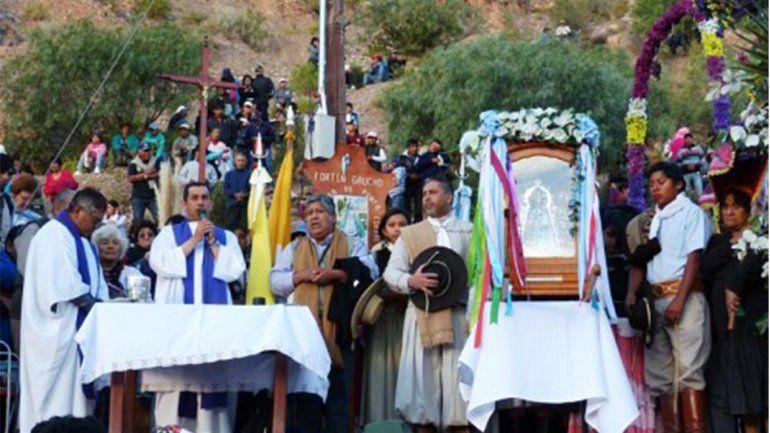 Ahora el turno de Tilcara: preparativos para el descenso de la Virgen