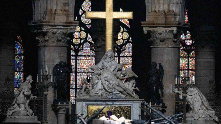 Así quedó por dentro la icónica catedral de Notre Dame tras el incendio