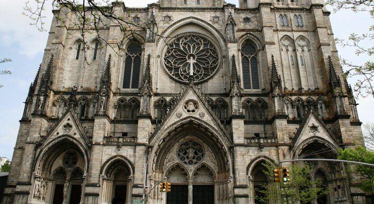 Detuvieron a un hombre en la catedral de Nueva York con bidones de nafta