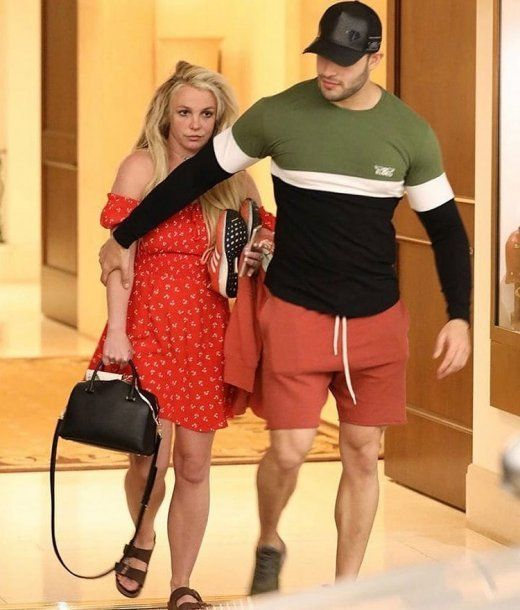 Britney Spears fue fotografiada en una salida del psiquiátrico y despertó preocupación en sus fans
