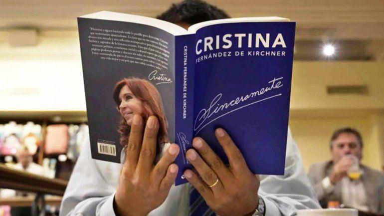 Claudio Bonadio busca embargar la recaudación del libro de Cristina Kirchner