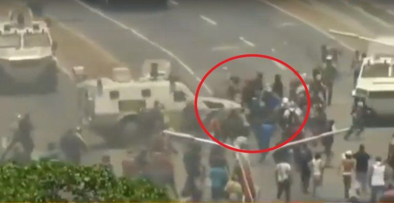 Imágenes impactantes: tanques militares chavistas aplastaron a manifestantes en Venezuela