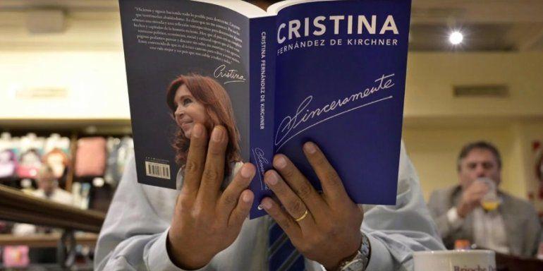 Todojujuy.comEl libro de Cristina se convirtió en un éxito editorial en solo diez días. Foto: AFP.