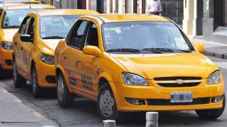 Los taxistas evalúan un nuevo aumento y la tarifa podría llegar a $34