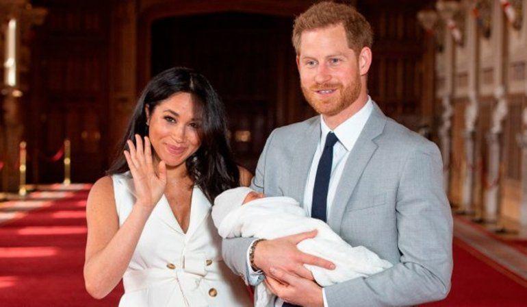 Meghan Markle y el príncipe Harry mostraron a su primer hijo en sociedad