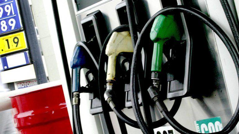 El Gobierno posterga la suba de impuestos para que el aumento de los combustibles sea menor