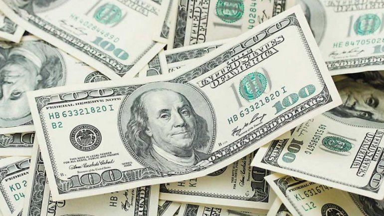 El dólar retrocedió otros 14 centavos y sigue debajo de los $46