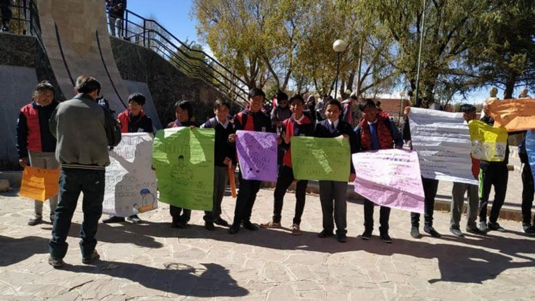 Linda iniciativa: Alumnos de la Técnica 1 de La Quiaca marcharon en contra del Bullyng
