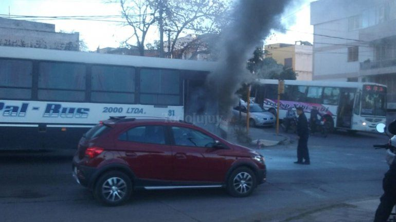 Se incendió un colectivo en el centro de la ciudad