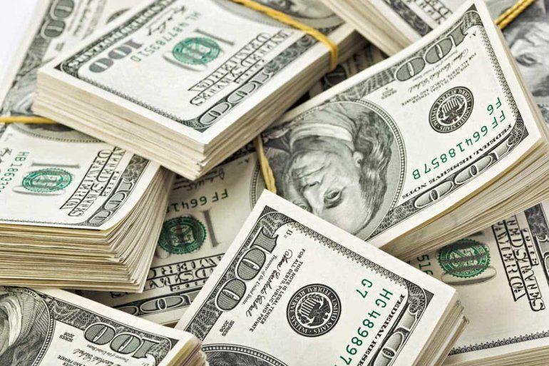 El dólar volvió a subir en un día negativo en los mercados financieros