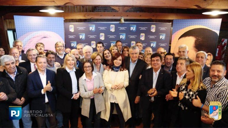 Cristina participó de la cumbre del PJ y llamó a formar una coalición grande