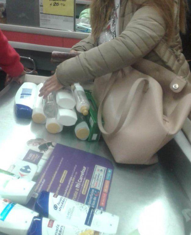 Detienen a una mujer que intentaba robar mercadería en un supermercado del centro