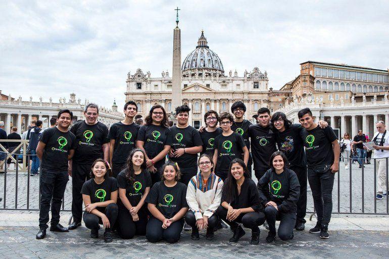Jóvenes jujeños enamoran a toda Europa con su música en la gira de Operación abrazo