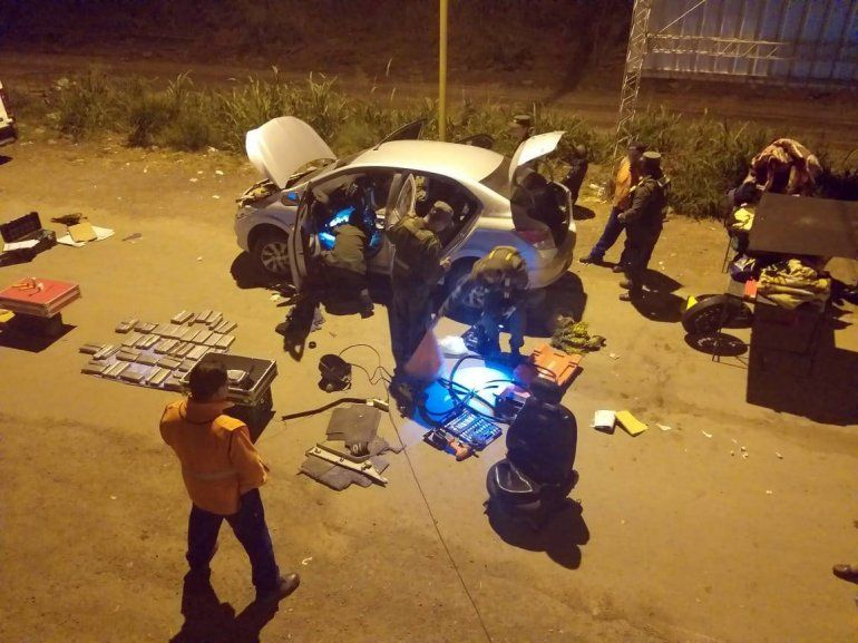 Detienen a 3 personas que llevaban más de 32 kilos de cocaína en el auto