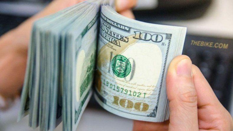 El dólar volvió a caer y cerró en $43