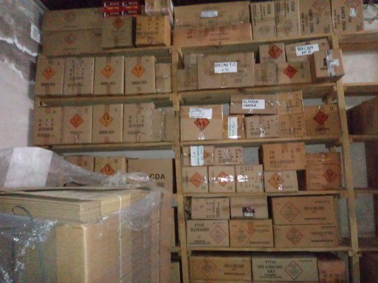 Incautaron pirotecnia y decomisaron más mercadería que era almacenada en un depósito en Bº Los Perales