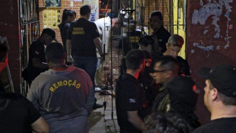 Masacre en un bar de Brasil: encapuchados dispararon y mataron a 11 personas