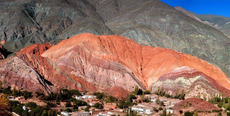 Purmamarca prohíbe la minería en todo su territorio